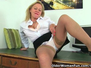English gilf Camilla shows her..