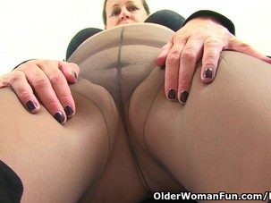 British milf Eva Jayne gets..