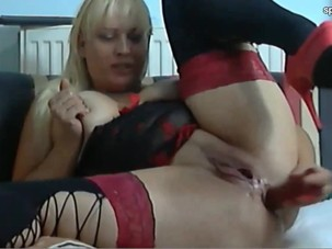 Webcam wet blonde mature in red..