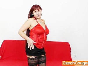 Madame redhead gapes her snatch