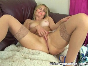 British milf Ila Jane reveals..