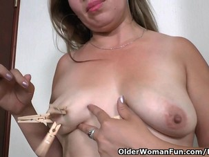 Latina milf Cintia enjoys..