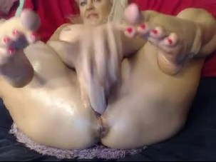 MATURE FEET AND BIG CREAMY..